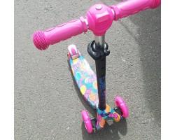 Самокат 3-х колесный maxi граффити  розовый/Светящиеся колеса,регулируемые ручки