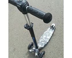 Самокат 3-х колесный maxi граффити  черный/шины/Светящиеся колеса,регулируемые ручки