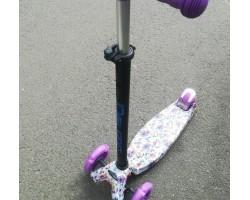 Самокат 3-х колесный maxi граффити  цветочки с фонариком. Светящиеся колеса,регулируемые ручки